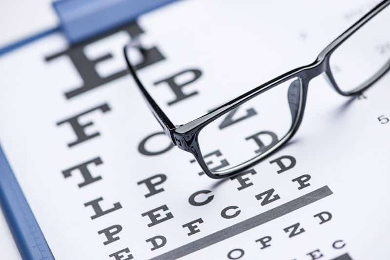 eyeglasses and chart 800px