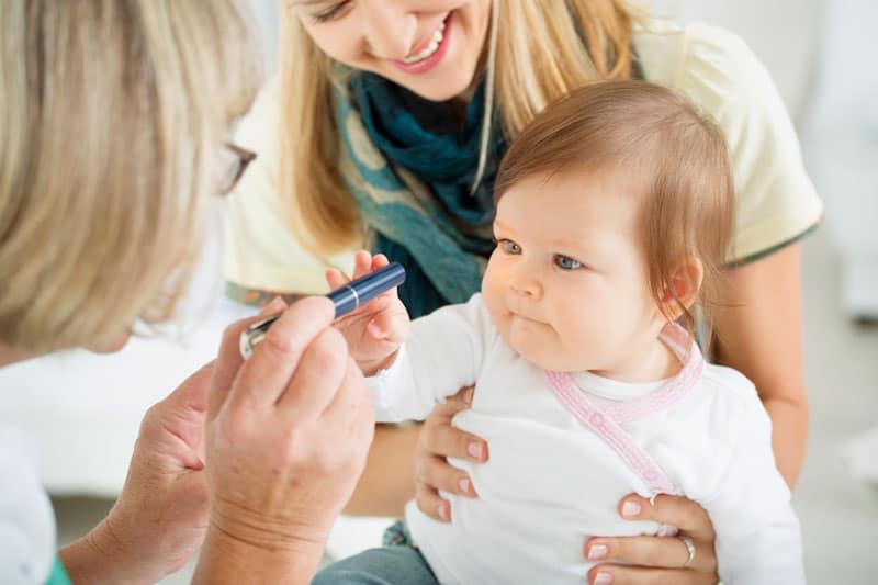 baby eye exam 800px